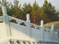 雪花白栏杆
