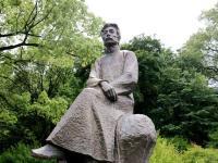 鲁迅石雕像雕塑