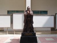 仿铜孔子雕像